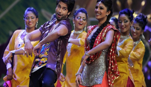 Bollywood stars Shahid Kapoor (2nd L) and Priyanka Chopra (3rd R) perform on stage during the International Indian Film Academy (IIFA) awards ceremony in Singapore on June 9, 2012. Bollywood actors are in Singapore to attend the three-day International Indian Film Academy (IIFA) awards which started on June 7. AFP PHOTO/ Punit PARANJPE        (Photo credit should read PUNIT PARANJPE/AFP/GettyImages)